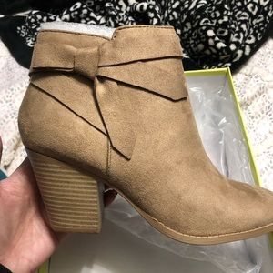 Shoes - Taupe Bow Booties